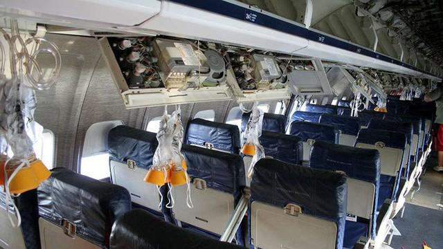 Đây là những gì thực sự sẽ xảy ra nếu bạn mở cửa máy bay khi đang ở giữa bầu trời - Ảnh 1.