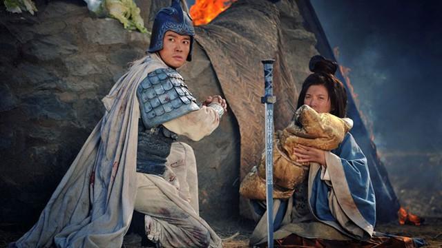 Tam quốc diễn nghĩa: Mổ xẻ mới thấy toan tính của Lưu Bị khi ném con trước mặt Triệu Vân - Ảnh 2.