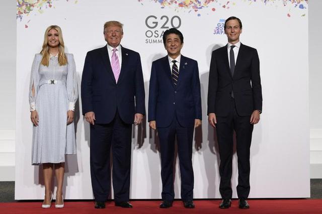 Vừa có mặt tại Nhật Bản, Ivanka Trump đã khiến dư luận phát sốt với thần thái hơn người, nổi bật giữa dàn chính khách, đến chồng cũng bị lép vế - Ảnh 4.