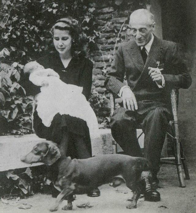 Câu chuyện về người bạn thân tai tiếng của Nữ hoàng Anh Elizabeth: Giàu sang quyền quý bậc nhất, cuối đời phải mua lấy hạnh phúc cho mình - Ảnh 1.