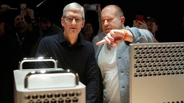 Jony Ive thực ra đã nghỉ việc từ vài năm trước và đó chính là lý do tại sao Apple dậm chân tại chỗ về thiết kế - Ảnh 1.
