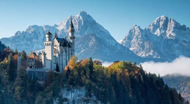 Vua điên xứ Bavaria: Cả đời đắm chìm trong cổ tích ảo mộng, đến cái chết cũng đầy bí ẩn tại tòa lâu đài đẹp nhất châu Âu - Ảnh 1.