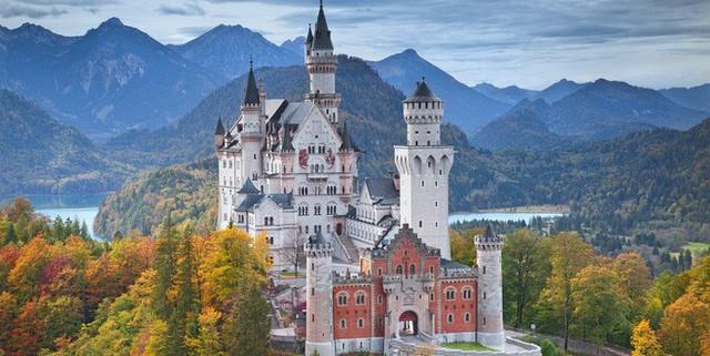 Vua điên xứ Bavaria: Cả đời đắm chìm trong cổ tích ảo mộng, đến cái chết cũng đầy bí ẩn tại tòa lâu đài đẹp nhất châu Âu - Ảnh 11.