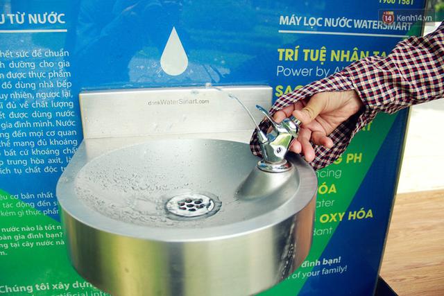 Người dân thích thú với cây lọc nước thông minh, có trang bị camera an ninh lần đầu tiên xuất hiện tại Hà Nội - Ảnh 11.