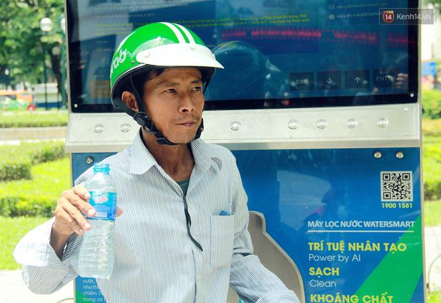 Người dân thích thú với cây lọc nước thông minh, có trang bị camera an ninh lần đầu tiên xuất hiện tại Hà Nội - Ảnh 13.
