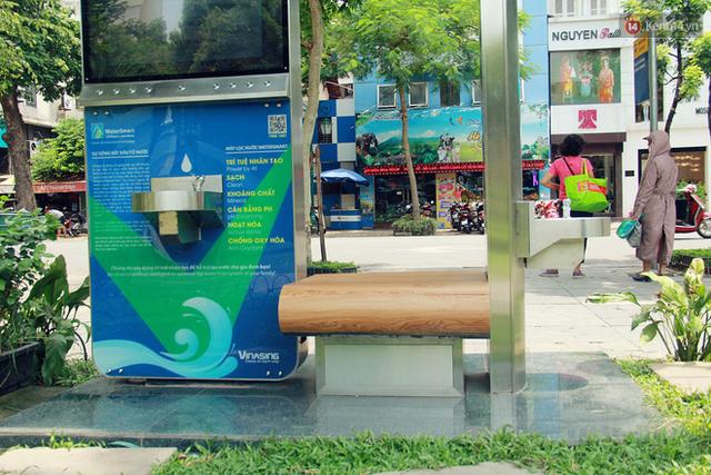 Người dân thích thú với cây lọc nước thông minh, có trang bị camera an ninh lần đầu tiên xuất hiện tại Hà Nội - Ảnh 15.
