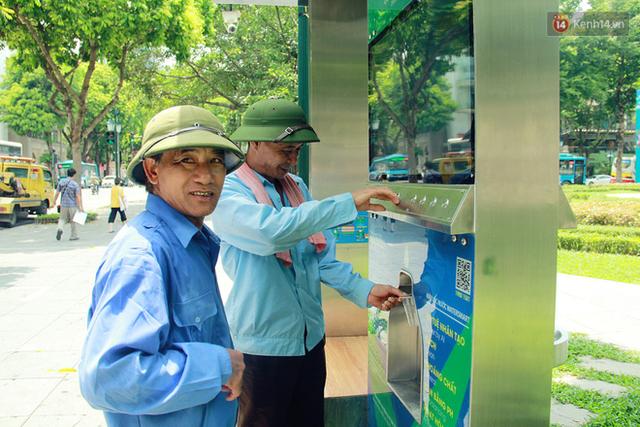 Người dân thích thú với cây lọc nước thông minh, có trang bị camera an ninh lần đầu tiên xuất hiện tại Hà Nội - Ảnh 6.