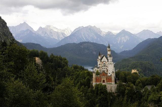 Vua điên xứ Bavaria: Cả đời đắm chìm trong cổ tích ảo mộng, đến cái chết cũng đầy bí ẩn tại tòa lâu đài đẹp nhất châu Âu - Ảnh 10.