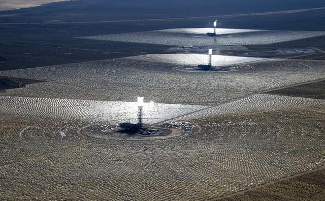 Giữa sa mạc Dubai, người ta sắp sửa hoàn thiện công viên năng lượng Mặt Trời khổng lồ có thể xô đổ mọi thứ kỷ lục - Ảnh 2.