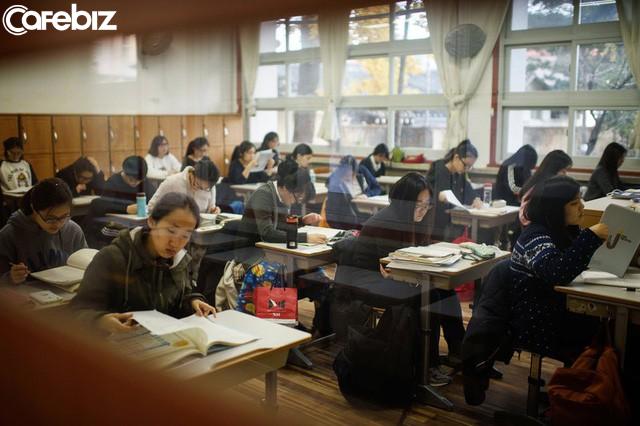 Mặt trái của vị trí số 1 thế giới của nền giáo dục Hàn Quốc: Tỷ lệ học sinh tự tử cao nhất toàn cầu  - Ảnh 2.