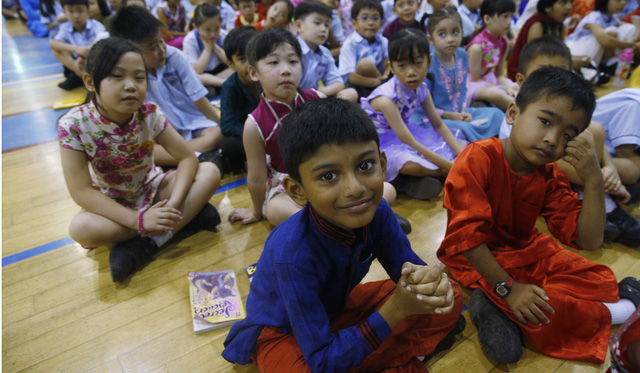 Mùa hè kỳ lạ của châu Á: Hàng triệu sĩ tử bước vào mùa thi điên rồ và áp lực - Ảnh 3.