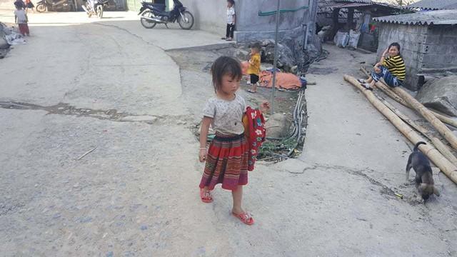 Phía sau những đứa trẻ bán hàng rong ở Sa Pa - Ảnh 4.