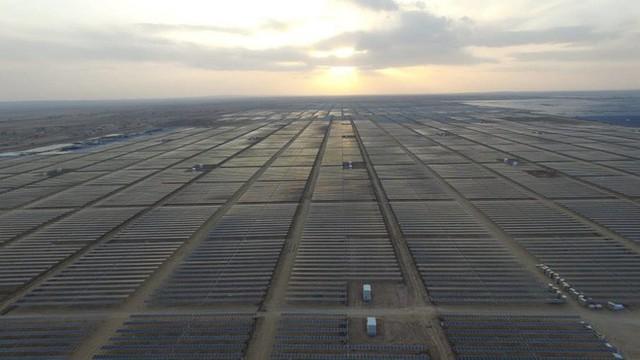 Giữa sa mạc Dubai, người ta sắp sửa hoàn thiện công viên năng lượng Mặt Trời khổng lồ có thể xô đổ mọi thứ kỷ lục - Ảnh 4.