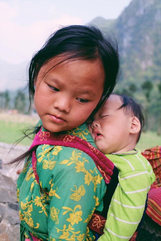 """Cuộc trò chuyện lúc nửa đêm với cô gái đi Hà Giang để """"gom về một vườn trẻ"""": Chỉ mong các em mãi giữ được sự thuần khiết như hoa như sương vùng đất này - Ảnh 21."""