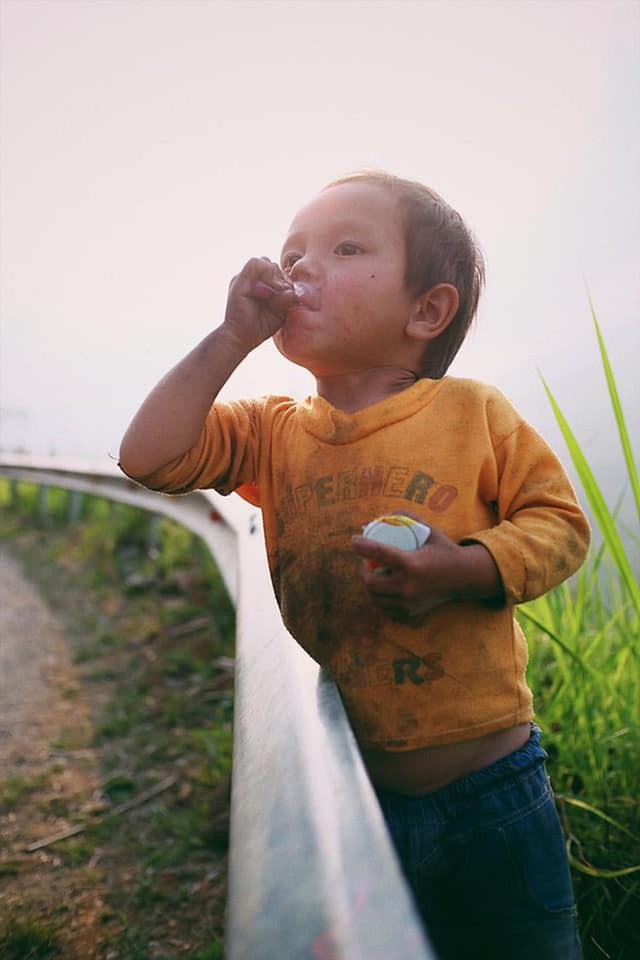 """Cuộc trò chuyện lúc nửa đêm với cô gái đi Hà Giang để """"gom về một vườn trẻ"""": Chỉ mong các em mãi giữ được sự thuần khiết như hoa như sương vùng đất này - Ảnh 26."""