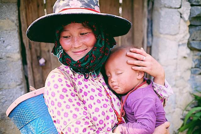 """Cuộc trò chuyện lúc nửa đêm với cô gái đi Hà Giang để """"gom về một vườn trẻ"""": Chỉ mong các em mãi giữ được sự thuần khiết như hoa như sương vùng đất này - Ảnh 38."""