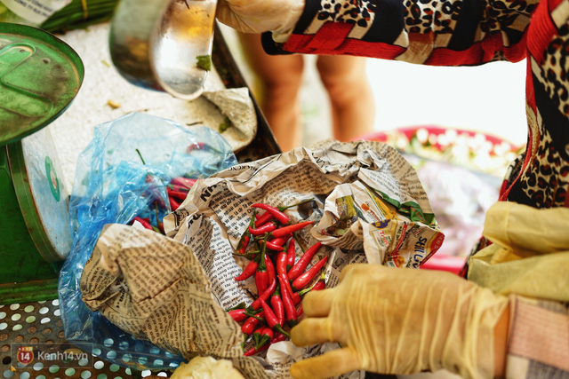 Gặp cô bán rau vui tính ở Sài Gòn với tấm bảng không bán túi nilon: Nhiều khách bảo cô làm trò xàm xí! - Ảnh 6.