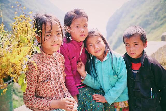 """Cuộc trò chuyện lúc nửa đêm với cô gái đi Hà Giang để """"gom về một vườn trẻ"""": Chỉ mong các em mãi giữ được sự thuần khiết như hoa như sương vùng đất này - Ảnh 8."""