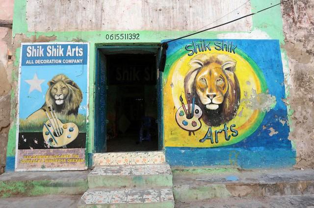 Tỷ lệ mù chữ quá cao, biển quảng cáo ở Somali chủ yếu là hình vẽ không cần đọc nhìn là hiểu - Ảnh 3.