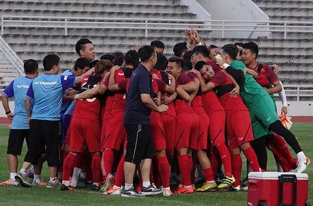 Tuyển Việt Nam đấu Thái Lan: Cứ đá thôi, cay cú để đối thủ! - Ảnh 1.