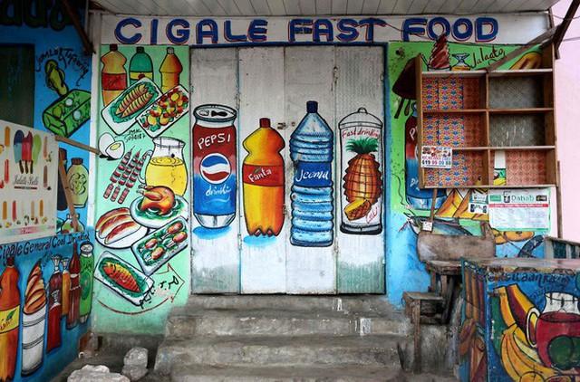 Tỷ lệ mù chữ quá cao, biển quảng cáo ở Somali chủ yếu là hình vẽ không cần đọc nhìn là hiểu - Ảnh 6.