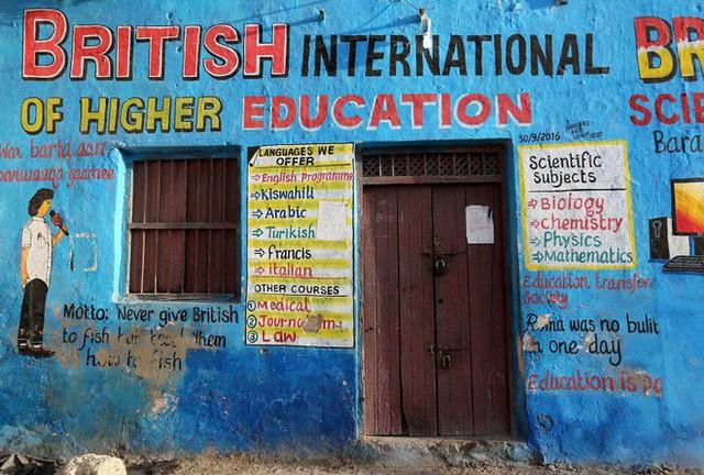 Tỷ lệ mù chữ quá cao, biển quảng cáo ở Somali chủ yếu là hình vẽ không cần đọc nhìn là hiểu - Ảnh 9.