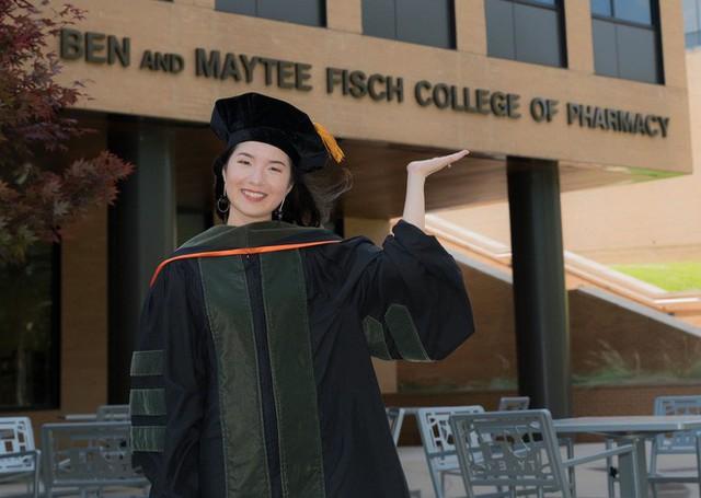 Lần đầu tiên có nữ du học sinh Việt tốt nghiệp thủ khoa ngành Dược một trường Đại học lớn tại Mỹ - Ảnh 2.