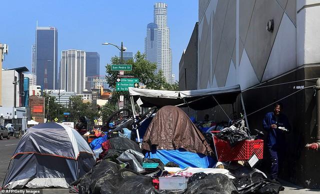 Chùm ảnh: Toàn cảnh thành phố Los Angeles hiện đại văn minh đã bị mất quyền kiểm soát vào tay... rác thải và chuột - Ảnh 2.