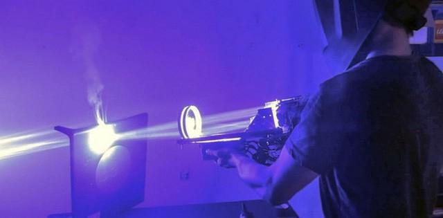 Vấn nạn mua đèn laser dễ dàng trên mạng và nguy cơ biến tướng thành vũ khí giết người - Ảnh 2.