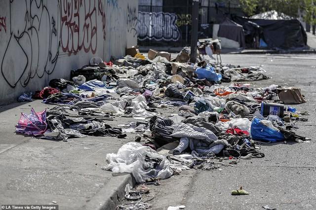 Chùm ảnh: Toàn cảnh thành phố Los Angeles hiện đại văn minh đã bị mất quyền kiểm soát vào tay... rác thải và chuột - Ảnh 15.