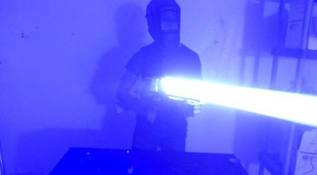 Vấn nạn mua đèn laser dễ dàng trên mạng và nguy cơ biến tướng thành vũ khí giết người - Ảnh 3.