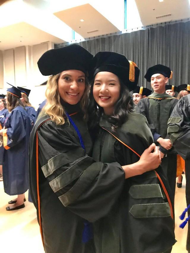 Lần đầu tiên có nữ du học sinh Việt tốt nghiệp thủ khoa ngành Dược một trường Đại học lớn tại Mỹ - Ảnh 7.