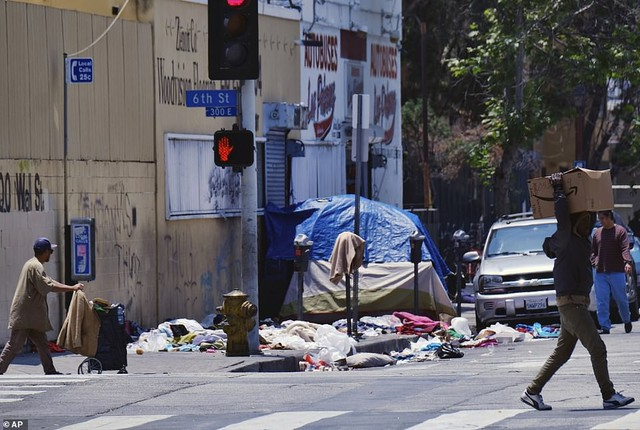 Chùm ảnh: Toàn cảnh thành phố Los Angeles hiện đại văn minh đã bị mất quyền kiểm soát vào tay... rác thải và chuột - Ảnh 9.