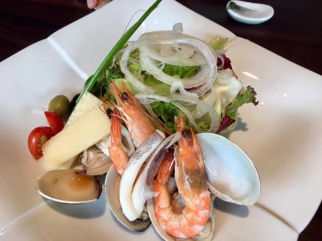 Ăn sushi nổi tiếng phố Kim Mã, team công sở giật mình thanh toán 12 triệu, riêng trà đá gần 1 triệu vì mắc bẫy nhà hàng - Ảnh 5.