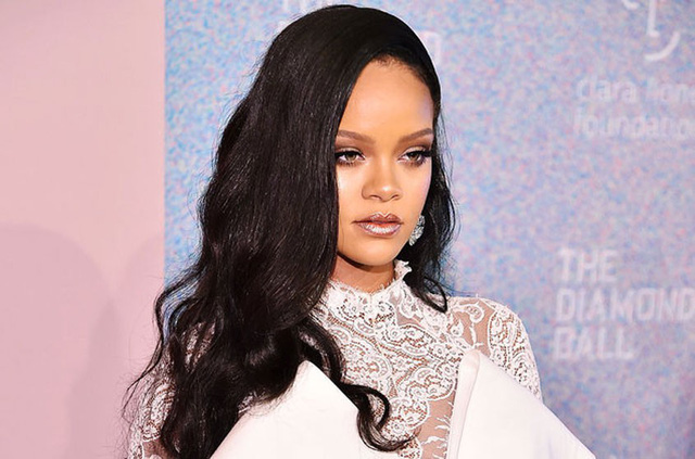 Rihanna: Từ tuổi thơ và mối tình đầu ngập tràn trong bạo lực đến nữ ca sĩ giàu nhất thế giới! - Ảnh 1.
