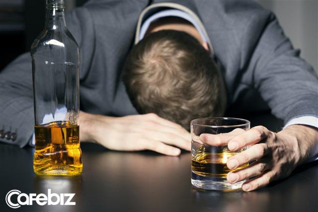 'Mượn cồn giải sầu' suốt nhiều năm trời, CEO 35 tuổi từng bán startup đầu tay với giá 1 tỷ USD quyết định cai rượu vĩnh viễn: Uống rượu chưa bao giờ là cách giải quyết khôn ngoan! - Ảnh 1.