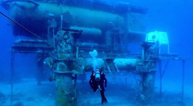NASA huấn luyện các phi hành gia tham gia sứ mệnh Mặt Trăng trong phòng thí nghiệm dưới biển ở độ sâu 19 mét - Ảnh 1.