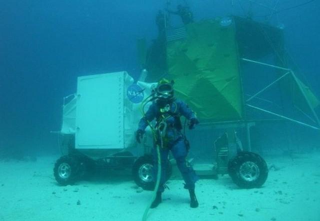 NASA huấn luyện các phi hành gia tham gia sứ mệnh Mặt Trăng trong phòng thí nghiệm dưới biển ở độ sâu 19 mét - Ảnh 2.