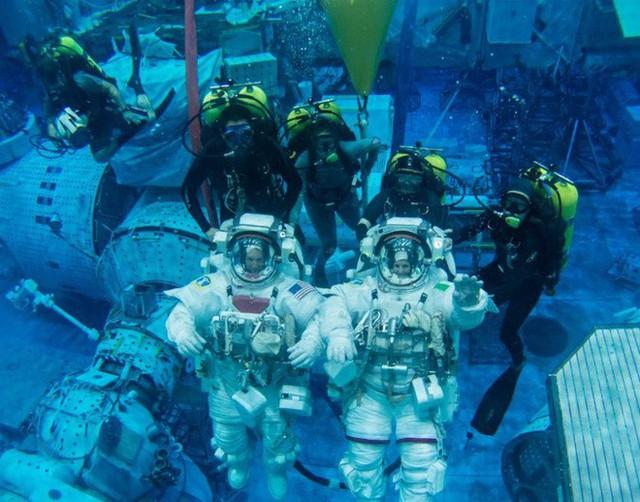 NASA huấn luyện các phi hành gia tham gia sứ mệnh Mặt Trăng trong phòng thí nghiệm dưới biển ở độ sâu 19 mét - Ảnh 3.