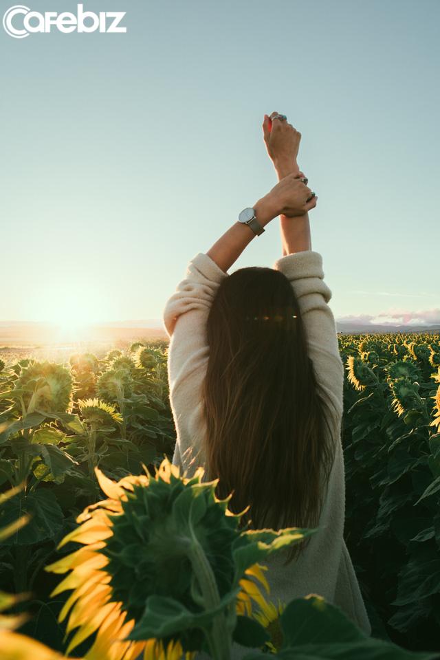 Nữ CEO khuyên các cô gái trẻ: Đàn bà chỉ thực sự đẹp và quyến rũ khi độc lập và không luỵ tình. Đừng để cuộc đời mình phụ thuộc vào ai đó, nhất là đàn ông! - Ảnh 2.