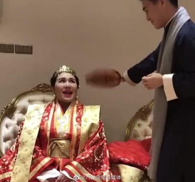 Choáng với sính lễ toàn vàng ròng trong đám cưới con gái 'vua sòng bạc Macau' - Ảnh 6.