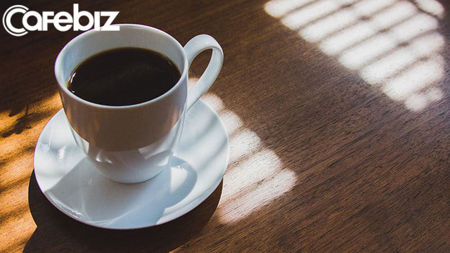 Bí quyết thành công của cựu ngôi sao bóng chày: Uống 9 cốc cà phê mỗi ngày, dậy từ 6h để tập thể dục và đều đặn đưa con đến trường - Ảnh 1.