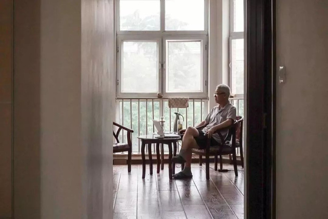 Tình bạn trong mơ: 14 người già cô đơn tự thuê hai căn biệt thự ngoại ô cùng nhau sống trọn vẹn những năm tháng cuối đời - Ảnh 20.