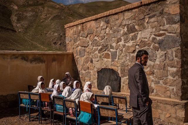 Không có điện, học trong nghèo khó, ngôi trường này vẫn có tỷ lệ đậu Đại học lên đến 97% - Ảnh 3.