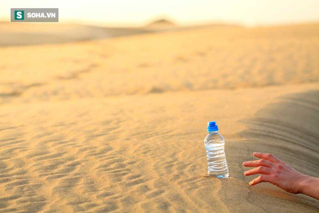 Cùng lạc trong sa mạc, 2 người lữ hành kẻ sống - người chết và lý do ai cũng nên biết - Ảnh 3.