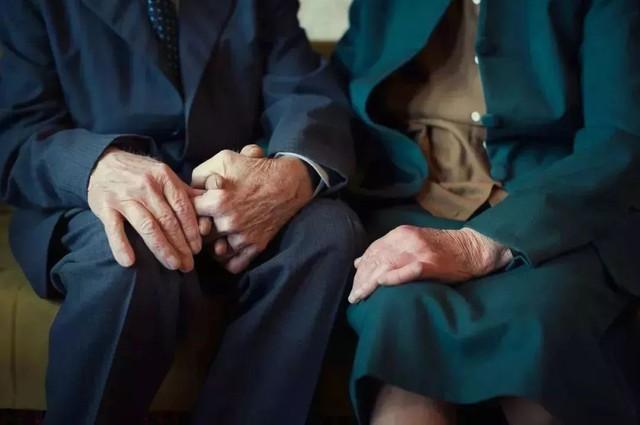 Tình bạn trong mơ: 14 người già cô đơn tự thuê hai căn biệt thự ngoại ô cùng nhau sống trọn vẹn những năm tháng cuối đời - Ảnh 4.