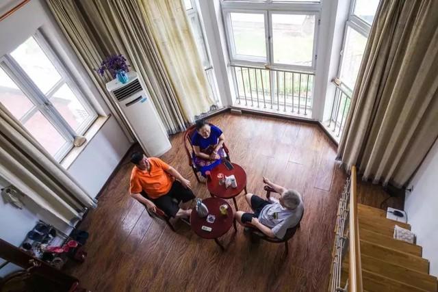 Tình bạn trong mơ: 14 người già cô đơn tự thuê hai căn biệt thự ngoại ô cùng nhau sống trọn vẹn những năm tháng cuối đời - Ảnh 8.