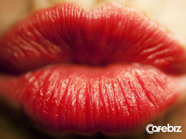 Khoa học chứng minh: Đàn ông hôn vợ trước khi đi làm có thể sống thọ thêm 5 năm, kiếm tiền tăng 30%  - Ảnh 1.
