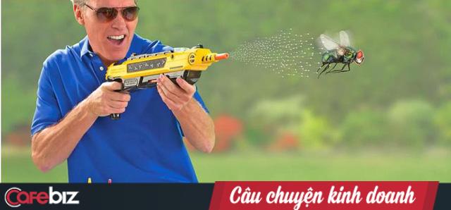 Bỏ học cấp 3, nghề nghiệp không ổn định, phát minh ra súng muối bắn… ruồi và trở thành triệu phú đô la - Ảnh 3.