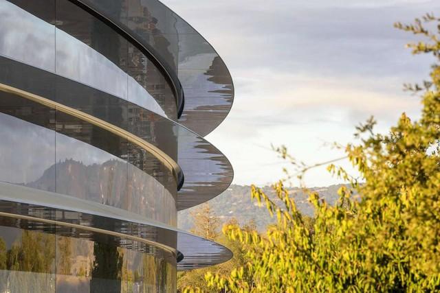 Trụ sở phi thuyền Apple Park có gì đặc biệt và Apple đã mất bao nhiêu tiền để xây dựng tòa nhà này? - Ảnh 1.